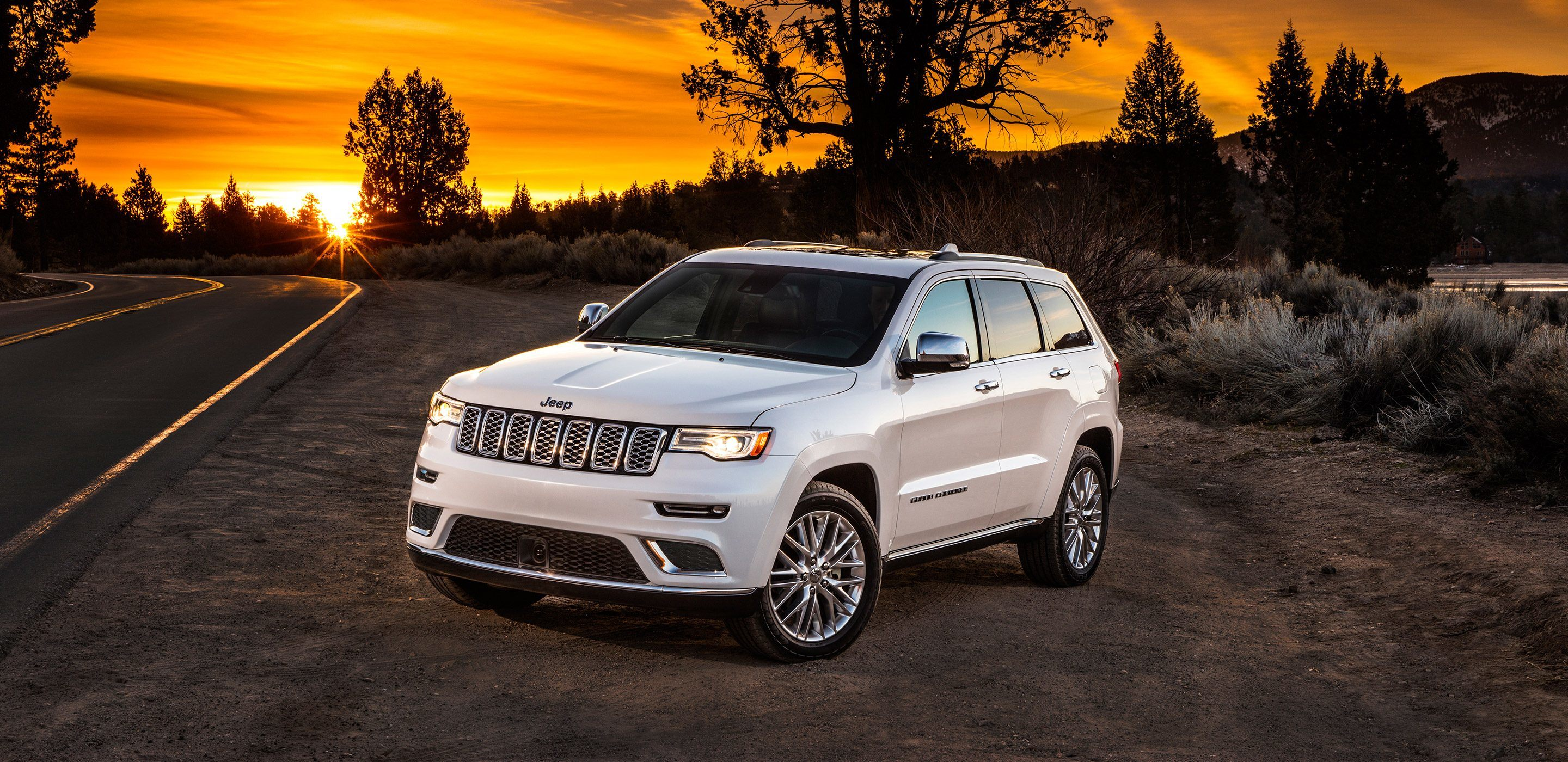 2018-Jeep-Grand-Cherokee-VLP-Gallery-Summit-White.jpg.image.2880