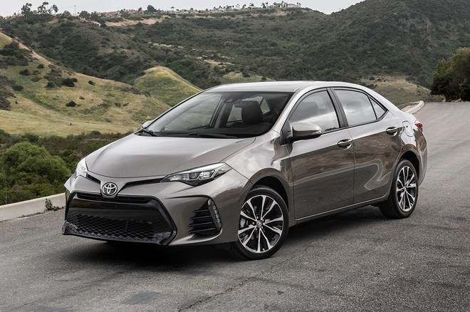 2018-Toyota-Corolla-XSE-front-three-quarter-04