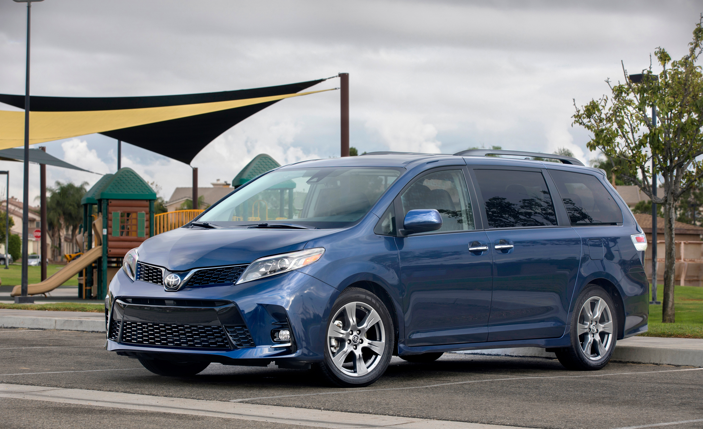 2018-toyota-sienna-fuel-economy-review-car-and-driver-photo-692100-s-original